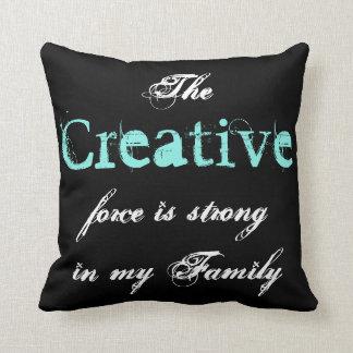 Die kreative Kraft ist in meiner Familie stark Zierkissen