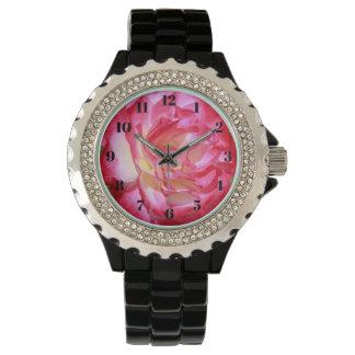Die Uhr der rosa und weißen Rosen-Frauen