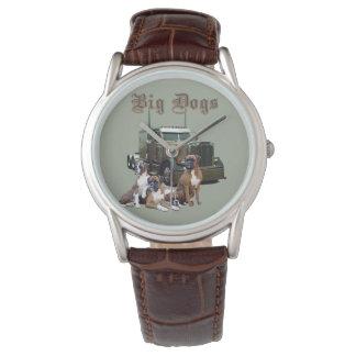 Die Uhr des großen Hundefernlastfahrers
