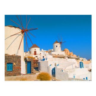 Die weißen Gebäude und die Windmühlen auf Postkarte