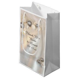 Die weißen Wedding Perlen-und Diamant-Knöpfe Kleine Geschenktüte
