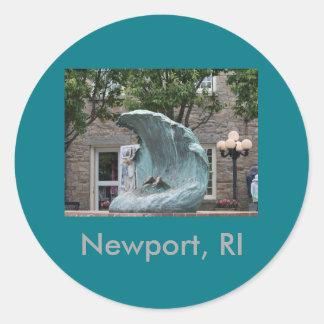 """""""Die Welle"""" Newport, RI Runder Aufkleber"""