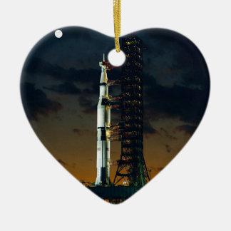 Die Weltraumrakete Saturns V NASA Keramik Herz-Ornament