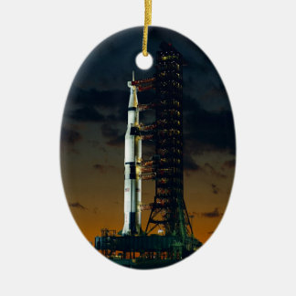 Die Weltraumrakete Saturns V NASA Ovales Keramik Ornament