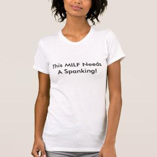 Dieses MILF benötigt eine Prügel! T-Shirt