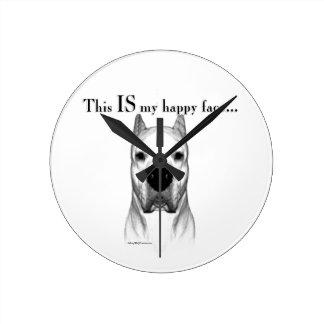 Dogo Argentino glückliches Gesicht Runde Wanduhr