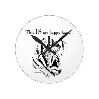 Dogue glückliches Gesicht Runde Wanduhr