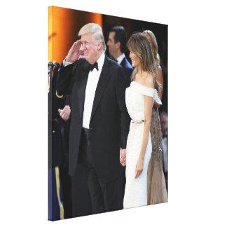 Donald- u. Melania-Trumpf an der Einweihung Leinwanddruck