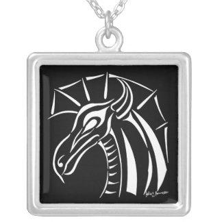 Drache-Quadrat-Halskette mit Haube 2 Versilberte Kette