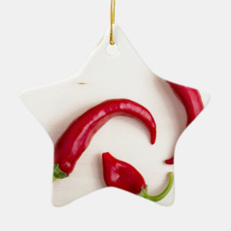Draufsicht der heißen Chili-Paprikaschoten Keramik Stern-Ornament