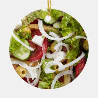 Draufsicht eines Salats gemacht vom natürlichen Keramik Ornament