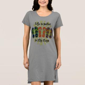 Drehen Sie Reinfall-T-Shirt Kleid um