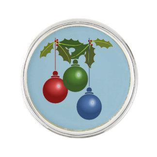 Drei hängende Weihnachtsbälle Anstecknadel