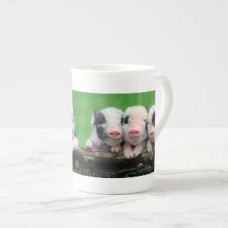 Drei kleine Schweine - niedliches Schwein - drei Prozellantasse