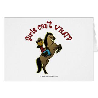 Dunkles Cowgirl auf Pferd Grußkarte