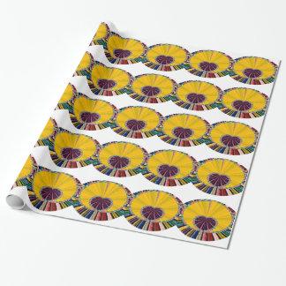 Dunkles lila Herz in einer Servierplatte Geschenkpapier