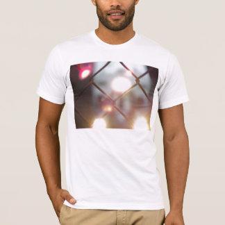 Durch den Zaun T-Shirt
