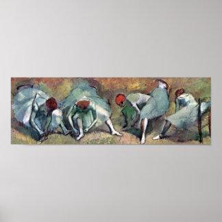 Edgar Degas - Ballett-Tänzer, die Schuhe binden Poster