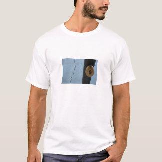 Ei auf einem Pfosten T-Shirt