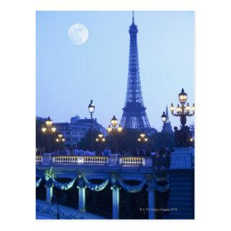 Eiffelturm an der Dämmerung Postkarte