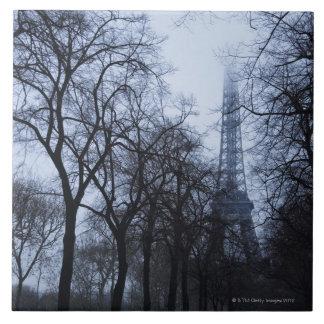 Eiffelturm und Bäume, Paris, Frankreich Keramikfliese