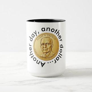Ein anderer Tag, ein anderer Dollar Tasse