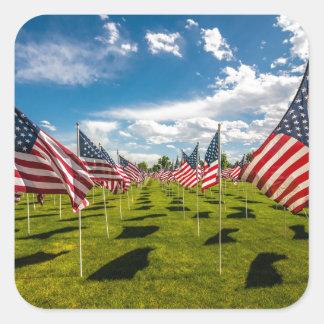 Ein Feld der amerikanischer Flaggen auf V-tägiger Quadrat-Aufkleber