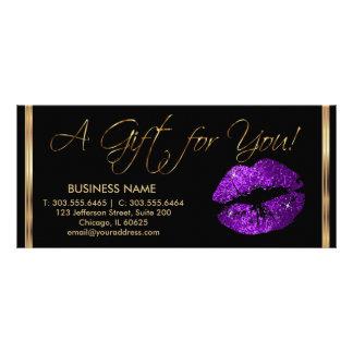 Ein Geschenk-Zertifikat-lila Lippenstift-Geschäft Werbekarte