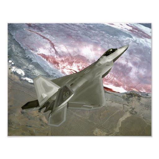 Ein Raubvogel F/A-22 fliegt eine Ausbildungsmissio Photographie