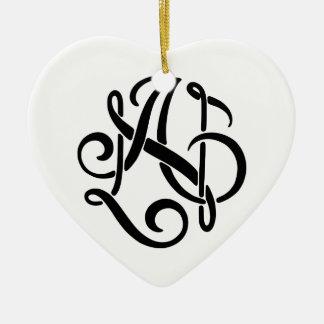 Ein schwarzes Monogramm Keramik Herz-Ornament