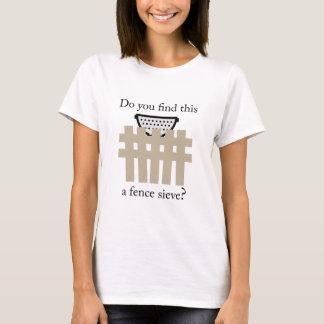Ein Zaun-Sieb T-Shirt