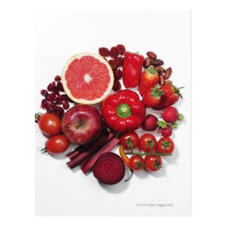 Eine Auswahl der roten Früchte u. des Gemüses Postkarte