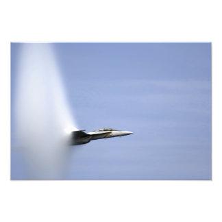 Eine F/A-18E Superhornisse erreicht die Kunstphoto