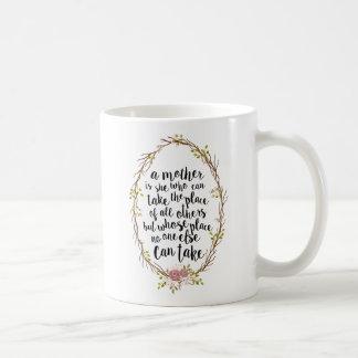 Eine Mutter ist alles modisches Typografie-Zitat Tasse
