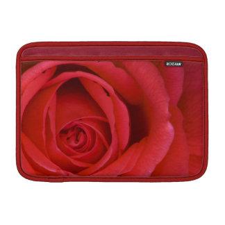 """Eine Rote Rose herauf nahes 11"""" MacBook Air Sleeve"""