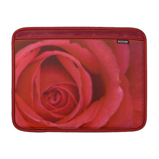Eine Rote Rose herauf nahes MacBook Air Sleeve