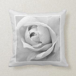 Einfarbige gerahmte weiße Rosen-Knospe Zierkissen