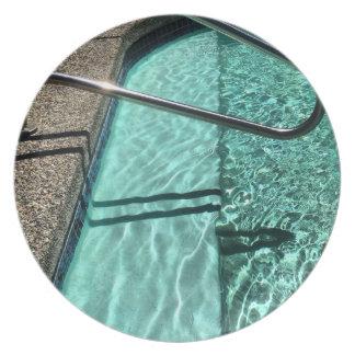 Einladende Swimmingpool-Melamin-Platte Teller