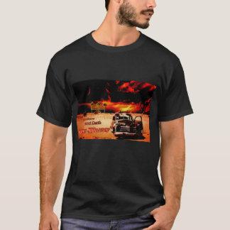 Einsames Wüsten-Auto T-Shirt