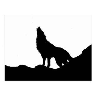 Einziger Wolf stehend auf einem Hügel Postkarte