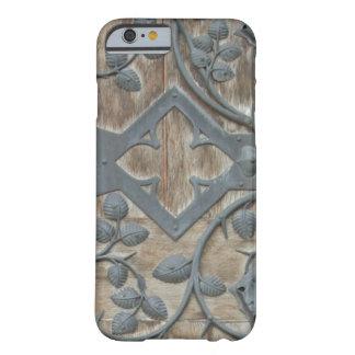 Eisen-mittelalterlicher Verschluss auf Holztür Barely There iPhone 6 Hülle