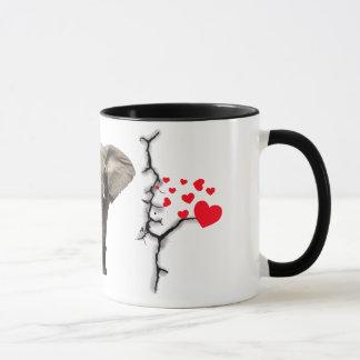 Elefant mit der bunten Herz-Tasse Tasse