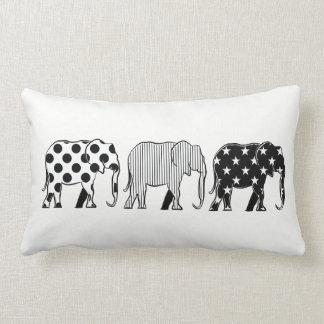 Elefant-Silhouette-Muster-modernes Schwarz-weißes Lendenkissen