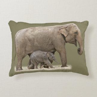 Elefant und sein Baby Zierkissen