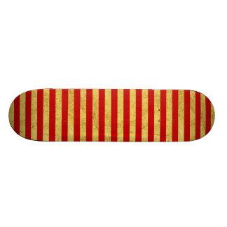 Elegante Goldfolie und rotes Streifen-Muster Personalisiertes Skateboarddeck