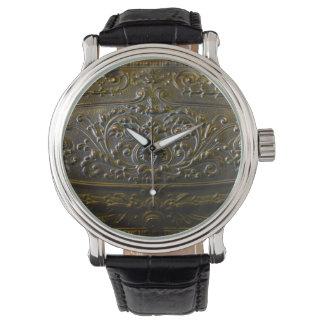 elegante mit Blumenalte der Vintagen Armbanduhr