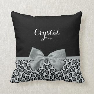 Eleganter grauer Jaguar-Druck-hübscher silberner Kissen