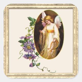 Engel mit Harfen-und Clematis-Blumen Quadratischer Aufkleber