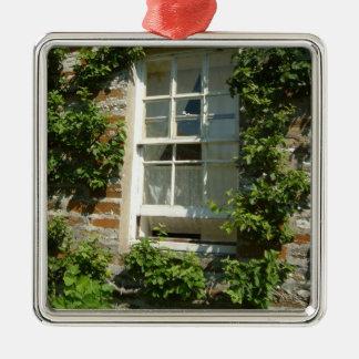 Englische Hütte I Quadratisches Silberfarbenes Ornament