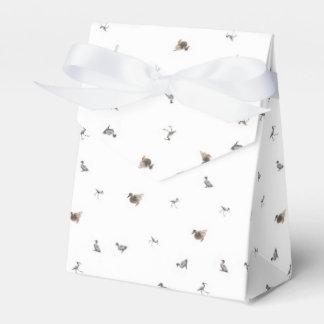 Entencollage auf weißem Hintergrund Geschenkschachteln